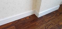 铺地板时踢脚线的安装方法