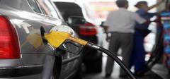 国内油价下调 两连跌下调幅度超0.2/升