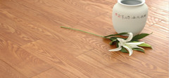 实木地板的使用寿命和保养技巧