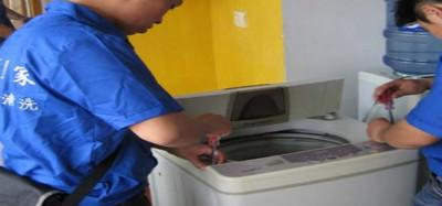 如何清洗洗衣�C 如何正�_的清洗洗衣�CΨ !