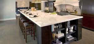 厨房装修岛台对我们有何帮助