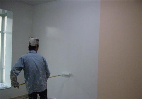 乳胶漆涂刷墙面必须平整、光滑