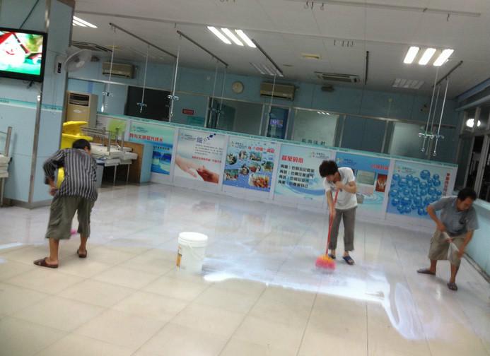 好的地板胶颜色如布丁般透明