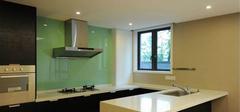 厨房墙面玻璃该如何选择?