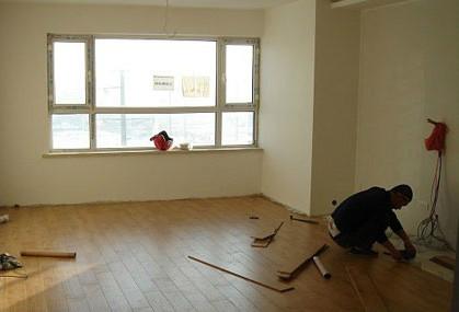 室内保持适宜的湿度和温度