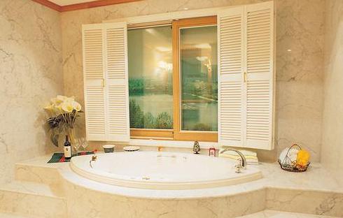 嵌入式浴缸安装方法
