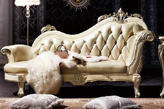 贵妃椅摆放在靠窗的位置