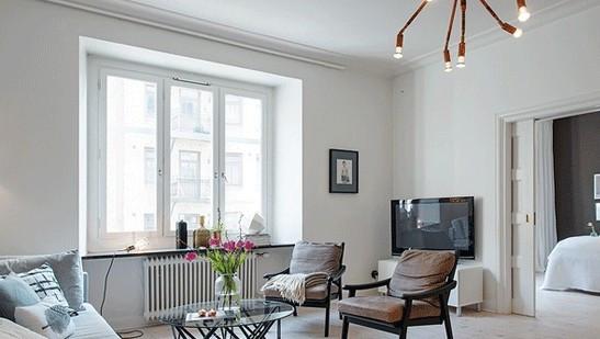 向南客厅地板颜色为淡色或白色旺财