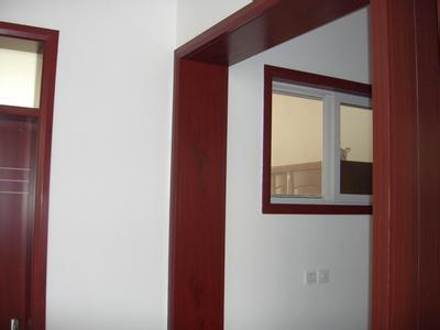 门套与墙体的固定点不能太少
