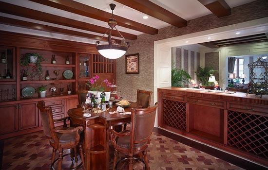 红木材质的吧台设计