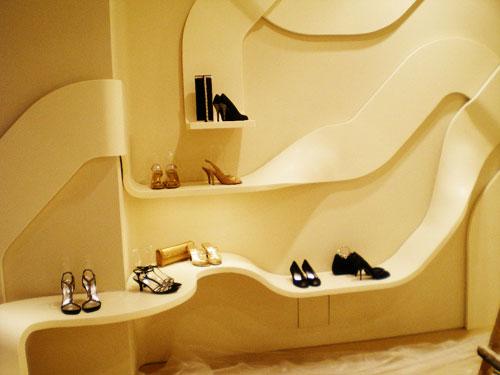 鞋架尺寸的确定要根据空间大小