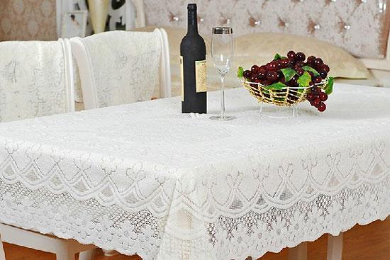 餐桌台布的铺设方法
