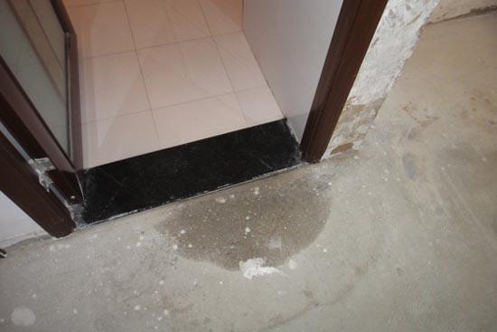 检查卫生间墙面防水是否做到位