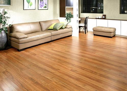 看复合木地板表面的平整度