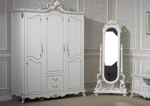 卧房处穿衣镜的摆放