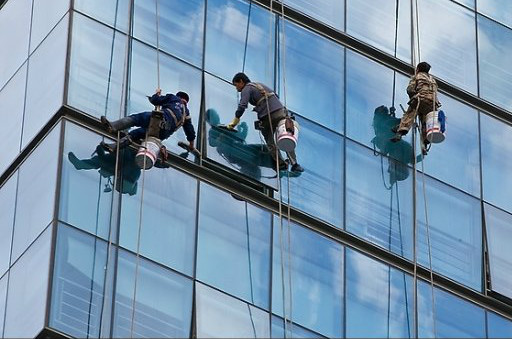 玻璃幕墙清洗方法