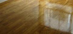 实木地板打蜡的流程和技巧