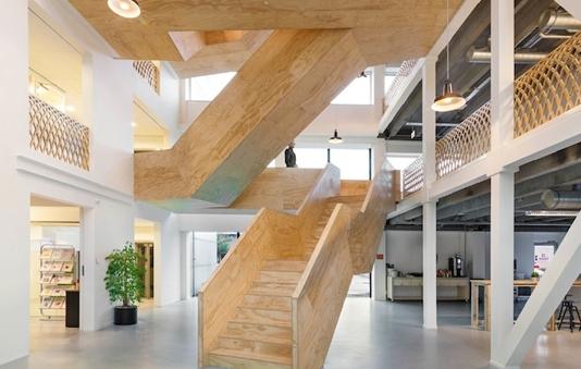 优美曲线楼梯设计