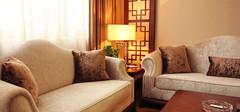 客厅窗帘与沙发的色彩搭配技巧