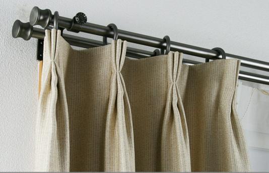 伸缩窗帘杆