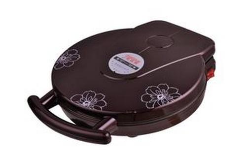 美的多功能煎烤机的功率是1500w,加热速度非常快,并且具有双套控制系统 ,上下盘可以分开控制,还有双指示灯设置。   美的多功能煎烤机的使用方法   刚开始使用时,要先用湿布把发热盘擦干净,然后加入少量食用油。之后插上电源插头,打开开关,要先预热,才能进行下一步骤。