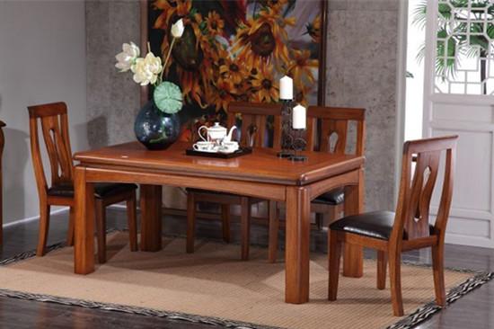 实木餐桌和餐椅