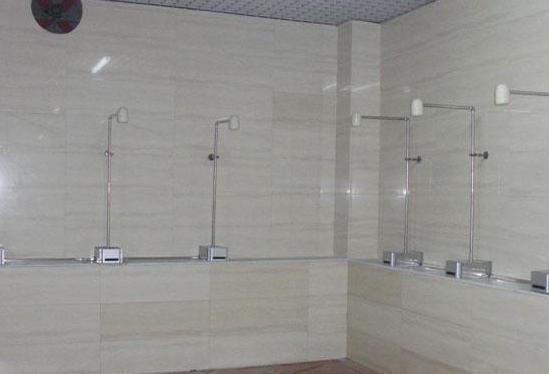 感应淋浴器