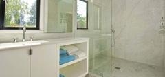 浴室玻璃隔断和浴帘有哪些优劣势?