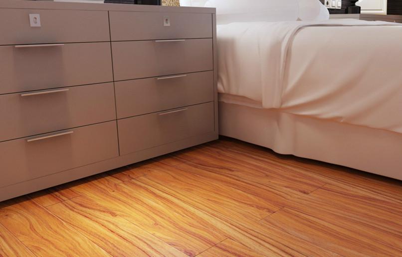 卧室铺木地板