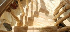 不同材质楼梯分别有哪些优缺点?