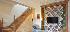 墙上书架设计,一举两得的作用!