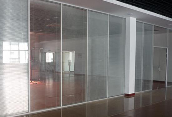双层玻璃窗