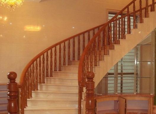 实木别墅楼梯效果图