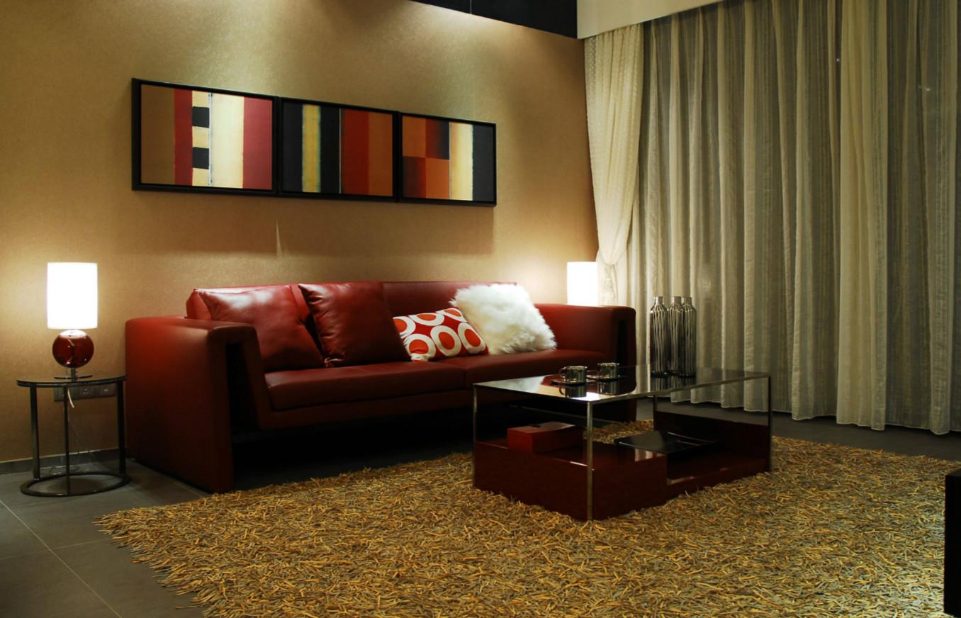 体积较小的实木沙发或者布艺沙发比较适合面