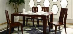 实木和钢化玻璃餐桌的优缺点有哪些?