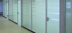 如何清洁保养玻璃隔断墙?