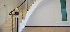 楼梯立柱不可少,楼梯装修安全保障!