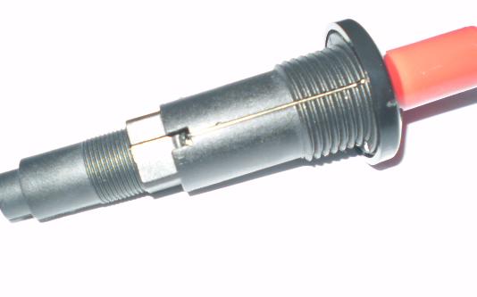 脉冲点火器--点火过程:   1. 将旋钮按到底,使引火轴前端的安全阀受压后打开,燃气由A点进入   2. 反时针旋转,使中轴转动,气通过旋塞阀经C点到引火管   3. 同时,燃气也通过旋塞阀从B点流入主喷嘴,并射入炉头   4. 压电晶体被外力撞击产生高压,在点火针处放电,引火器点火,引火到炉头   5.