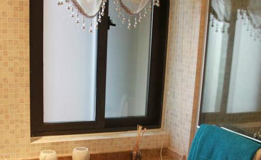 窗户贴膜,卫生间窗户贴膜