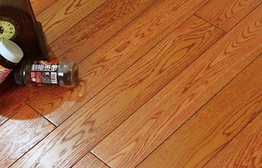 柏尔地板,地板