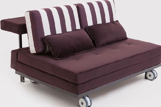 折叠沙发床特点--材质特点   材质是所有家具都争相表现的特性,不同材质打造出来的家具,产品呈现出来的感觉也会差别很大。既然多功能沙发床具有床的特性,其材质需要保证基本的舒适度,布艺材质便恰到好处。   折叠沙发床特点--工艺特点   工艺是产品的外在包装,工艺的好坏间接影响到了家具的质量。索曼精湛的工艺,完美的车工走线,尽显沙发床的细节之美。优良的做工无不体现了索曼对于家具质量的高标准。