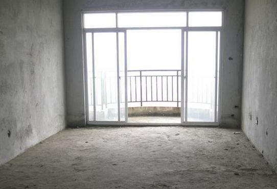 毛坯房收房注意事项三、门窗   检查门窗开关是否灵活,有无变形。关闭不严的情况。   毛坯房收房注意事项四、厨房的排烟道,卫生间的排风   检查厨房的排烟道,卫生间的排风是否安装合理,可用,避免为以后生活造成不便。