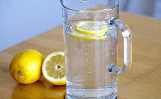 柠檬片水_柠檬片泡水的作用和使用方法绥化信息港