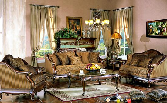 技巧3、闻   作为日常生活中常用的装置,沙发的环保性能也是至关重要的,可以在购买时仔细闻一闻沙发的味道,如果气味比较刺鼻,则说明沙发内含有的甲醛超标,对人体是有危害的。   技巧4、坐   另外,沙发的舒适性也非常重要。因此,在选购过程中可以坐在沙发上感受一下,看是否舒适,以及沙发的柔软度如何,这些都会关系到沙发的使用质量。