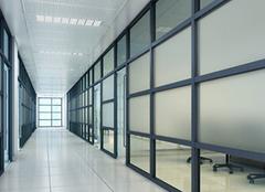 办公室玻璃隔断是如何保养的?