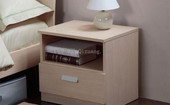 实木床头柜
