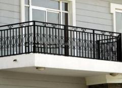 阳台护栏这样选  生活安全有保证