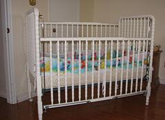 婴儿床的选购技巧  宝爸宝妈看过来