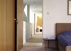 卧室门对门的化解方法有哪些?风水大师给你支招