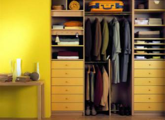 如何让衣柜挤进迷你空间?
